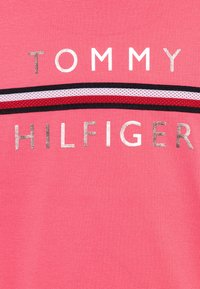 Tommy Hilfiger - FLAG TAPE TEE - T-shirt con stampa - pink - 2