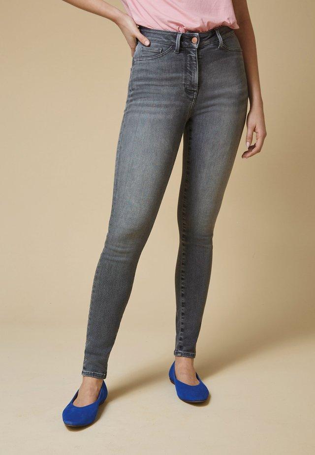 CONTOUR FLEX  - Skinny džíny - grey