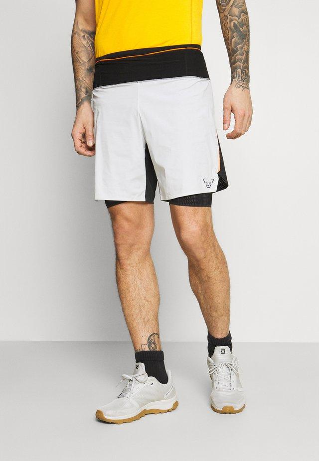 ULTRA  2/1 SHORTS - Sportovní kraťasy - white/black