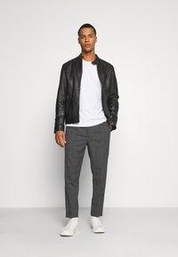 AllSaints - BATALHA TROUSER - Trousers - charcoal - 1