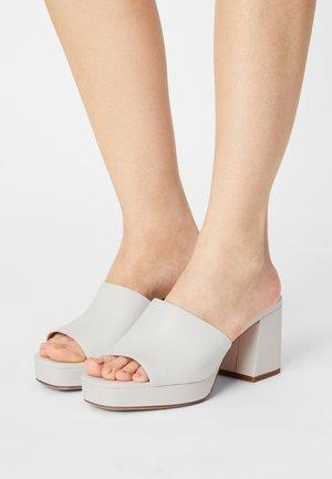Heeled mules - white
