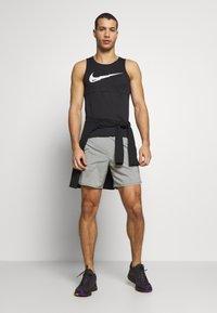 Nike Performance - FLEX STRIDE SHORT - Urheilushortsit - iron grey/heather/reflective silver - 1