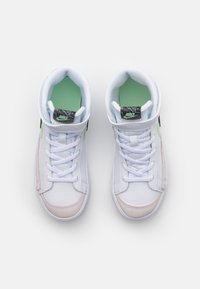 Nike Sportswear - BLAZER MID '77 SE UNISEX - High-top trainers - white/black/vapor green/smoke grey - 3