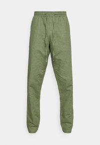 Anerkjendt - AKJOHN PANT - Trousers - olivine - 5