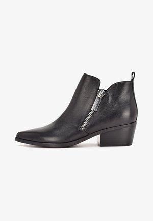 SINGLE - Korte laarzen - black