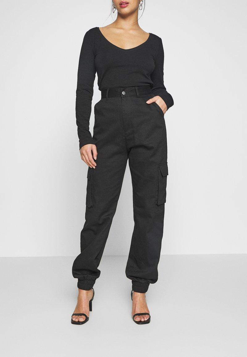 Missguided Petite - PLAIN CARGO TROUSER - Pantaloni cargo - black