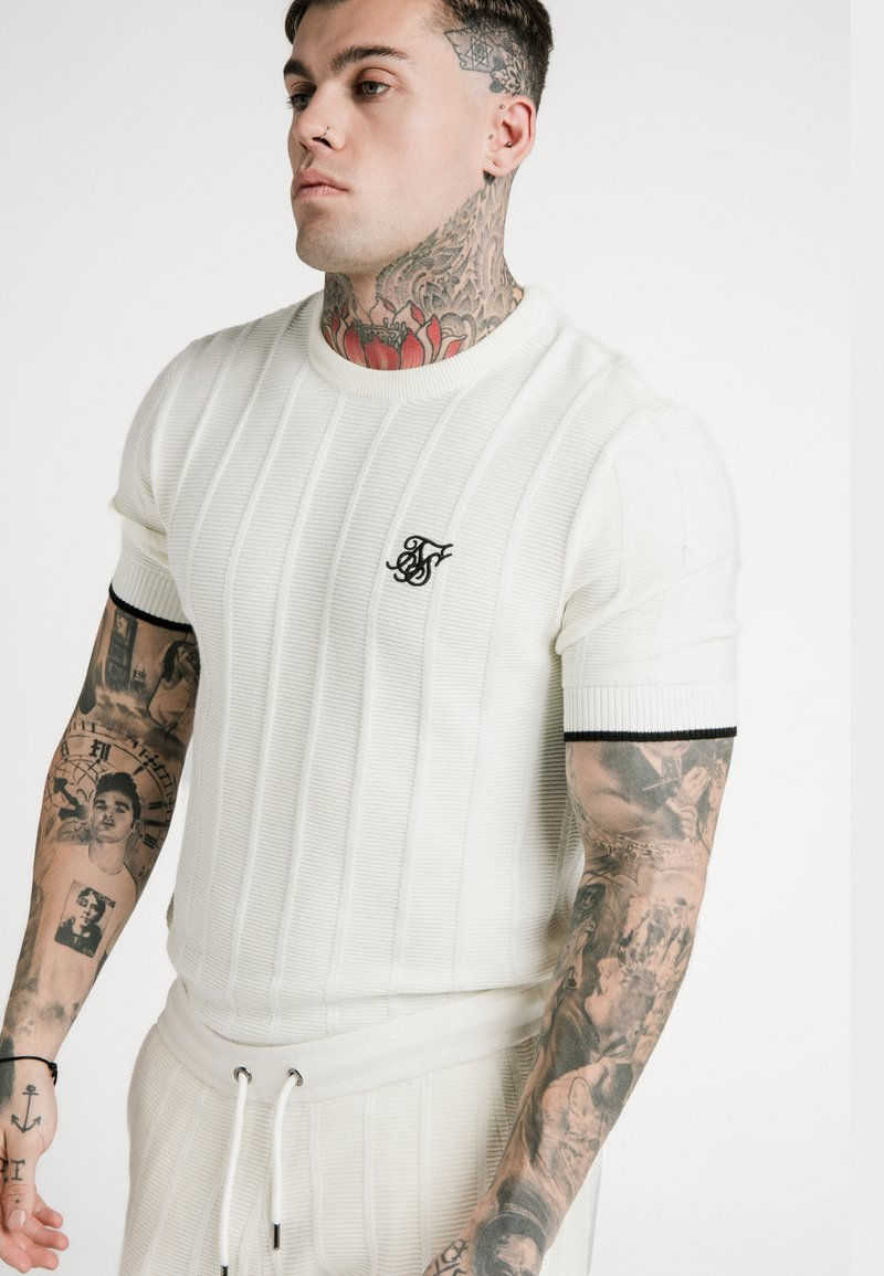 SIKSILK - FITTED TEE - T-shirt con stampa - off white