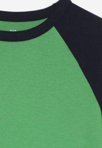 GAP - BOY  - Long sleeved top - lush green - 4