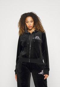 Juicy Couture - ANNIVERSARY CREST  HOODIE - Sweat à capuche zippé - black - 3