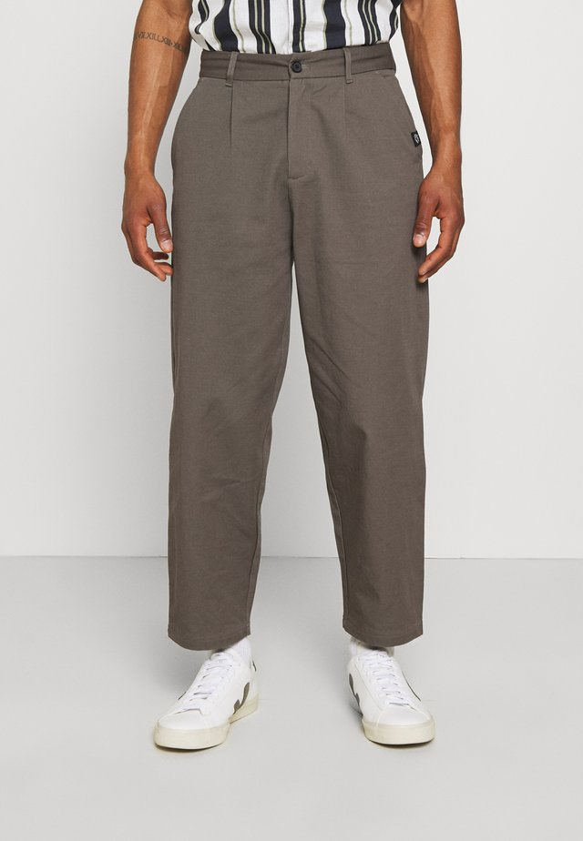 PLEATED TROUSER - Trousers - charcoal