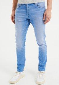 WE Fashion - COMFORT STRETCH - Slim fit jeans - blue - 0