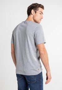 Timberland - Print T-shirt - medium grey heather-white - 2