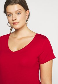 Anna Field Curvy - Basic T-shirt - chili pepper - 4