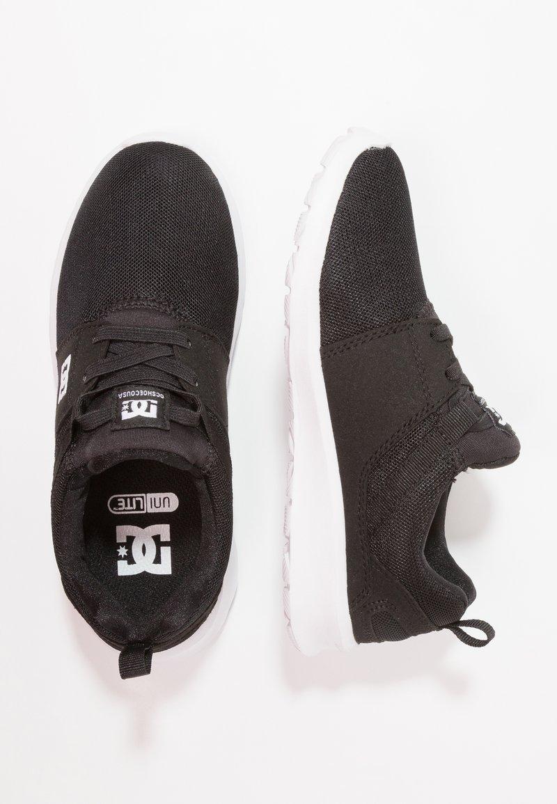 DC Shoes - HEATHROW - Loaferit/pistokkaat - black/white