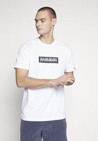 Napapijri The Tribe - SOX  - Print T-shirt - bright white - 0