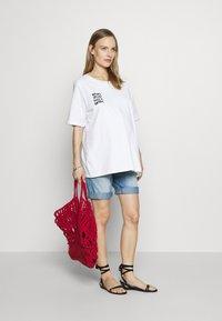 MAMALICIOUS - MLNATAL COMFY - Denim shorts - light blue denim - 1