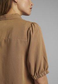 Nümph - Button-down blouse - tannin - 3