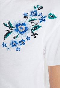 mint&berry - T-shirts med print - white/blue - 5