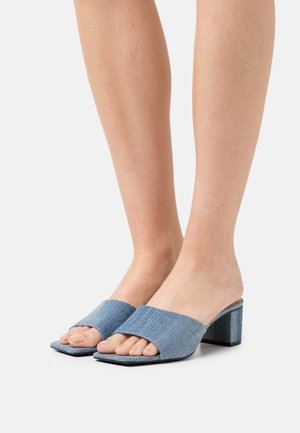 Pantofle na podpatku - denim