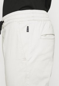 Hollister Co. - JOGGER CORE - Trousers - moonstruck grey - 4