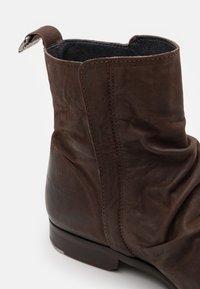 Shelby & Sons - MCCARTHY SLOUCH BOOT - Kotníkové boty - brown - 5