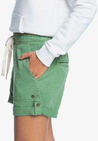 Roxy - LIFE IS SWEETER - Shorts - vineyard green - 3