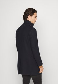 Isaac Dewhirst - FUNNEL COAT - Classic coat - dark blue - 2
