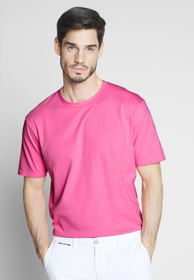 CLASSIC CREWNECK TEE - Camiseta básica - lolly pink