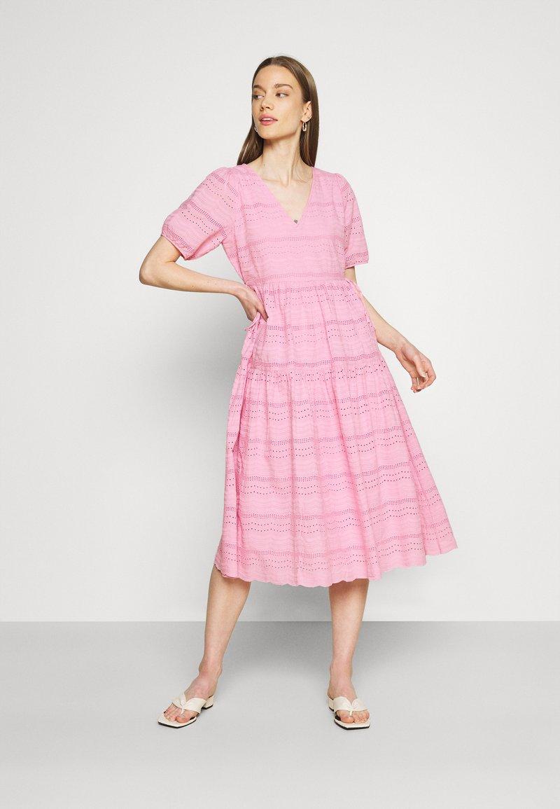 YAS - YASEVA MIDI DRESS - Day dress - pastel lavender