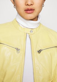 Gipsy - CHARLEE LAORV - Kožená bunda - pastel yellow - 3