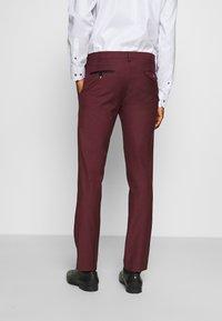 Twisted Tailor - KINGDON SUIT - Kostym - bordeaux - 5