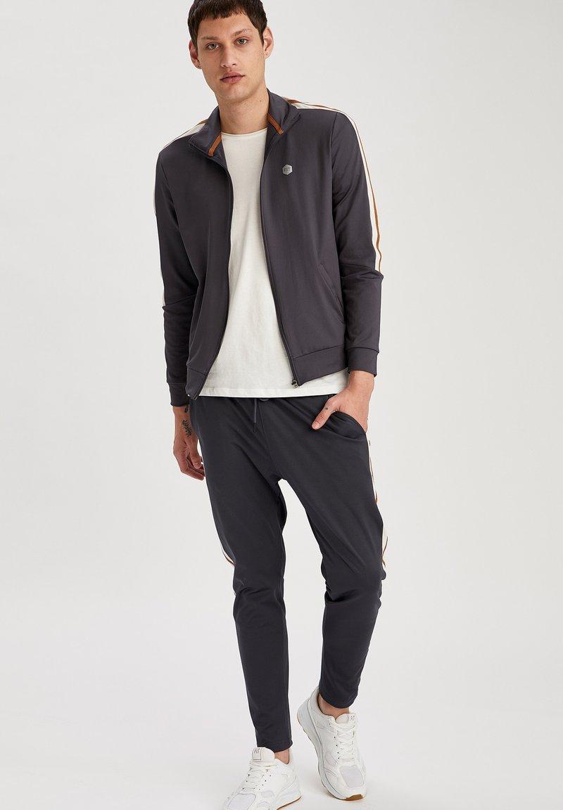 DeFacto Fit - Zip-up hoodie - indigo