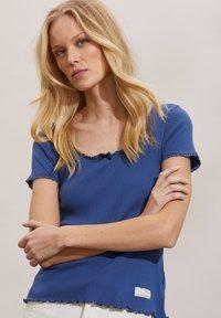 Odd Molly - MAGDA - Basic T-shirt - navy - 4