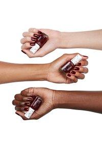 Essie - CLASSIC NAIL POLISH - Nail polish - berry naughty - 1