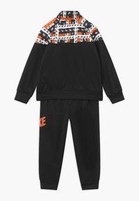 Nike Sportswear - HACKED VARSITY SET UNISEX - Tracksuit - black - 1