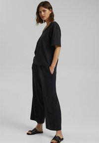 Esprit - Basic T-shirt - black - 1