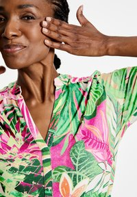 Gerry Weber - MIT FLOWERPRINT ECOVERO - Day dress - lila/pink/grün druck - 2