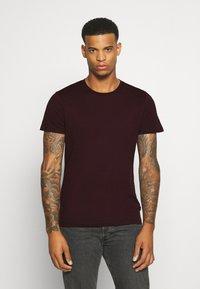 Burton Menswear London - SHORT SLEEVE CREW 5 PACK - T-shirt basic - burgundy/olive - 5
