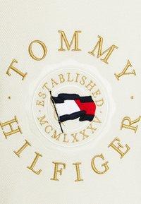 Tommy Hilfiger - STRUCTURED GRAPHIC - Jumper - ivory - 8