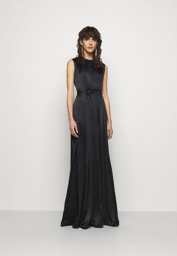 ALESIS DRESS - Společenské šaty - black