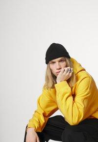Vintage Supply - OVERDYE BRANDED HOODIE - Sweatshirt - yellow - 3