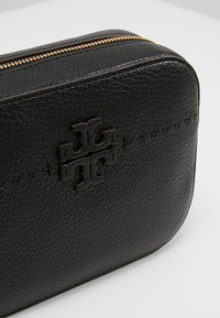 Tory Burch - MCGRAW CAMERA BAG - Borsa a tracolla - black - 6
