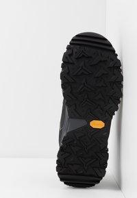 The North Face - M HEDGEHOG FASTPACK II WP (EU) - Hiking shoes - black/dark shadow grey - 4
