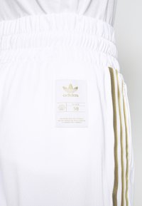 adidas Originals - 3STRIPES HIGH WAIST TRACK PANTS - Spodnie treningowe - white - 5