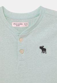 Abercrombie & Fitch - HENLEY  - T-shirt z nadrukiem - green solid - 2