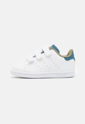 STAN SMITH ORIGINALS PRIMEGREEN SHOES UNISEX - Sneakers laag - footwear white/orbit indigo