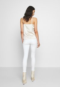 Pieces - PCDELLY - Jeansy Skinny Fit - bright white - 2