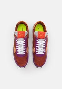 Nike Sportswear - DBREAK-TYPE M2Z2 UNISEX - Trainers - rugged orange/monarch/viotech/team orange/mean green - 5