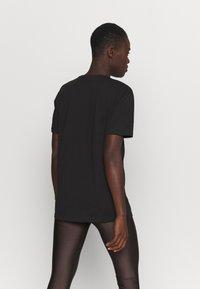 Pink Soda - CORA BOYFRIEND  - T-shirt print - black - 2