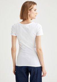 DeFacto - T-shirt basic - white - 2